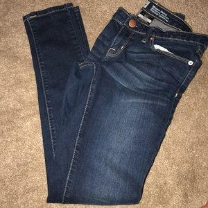Never worn modern skinny jeans, size 2R.